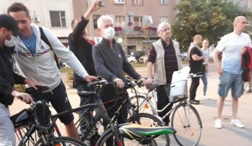 SZS organizovao protest na biciklima u znak podrške novinarima u Novom Sadu 15