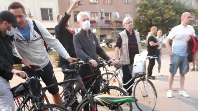 SZS organizovao protest na biciklima u znak podrške novinarima u Novom Sadu 4