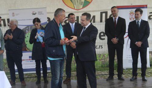 Dačić predao tri stana u Bačkom Petrovcu za izbeglice iz BIH i Hrvatske 2