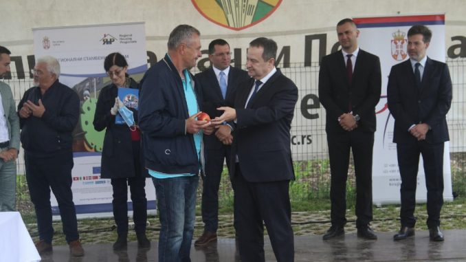Dačić predao tri stana u Bačkom Petrovcu za izbeglice iz BIH i Hrvatske 4