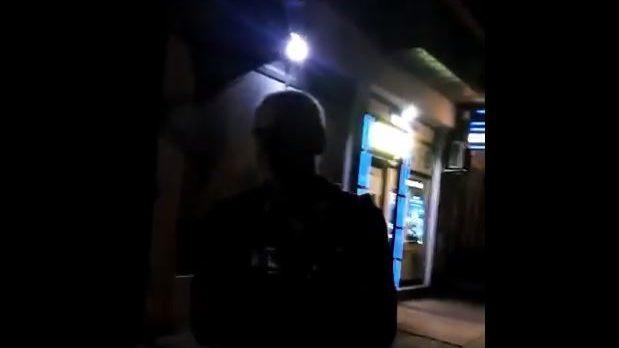 Stanari na Karaburmi oterali nepoznate ljude koji su ušli na krov njihove zgrade (VIDEO) 4