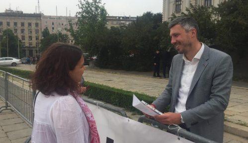 Jovana Popović obišla Boška Obradovića kod Skupštine 7