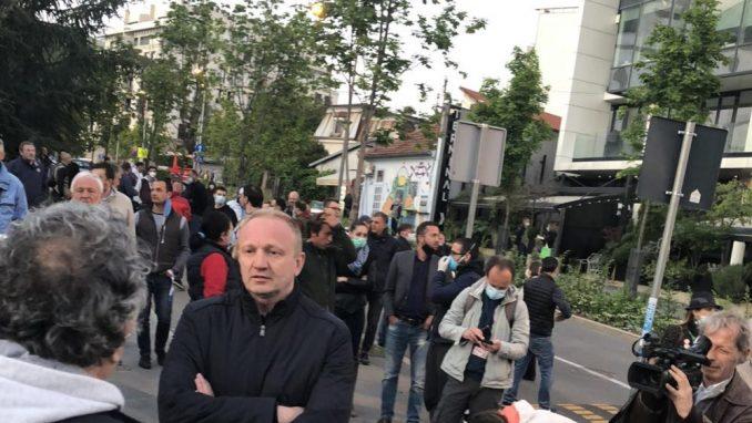 Više stotina ljudi okupilo se u znak podrške Đilasu (FOTO) 1