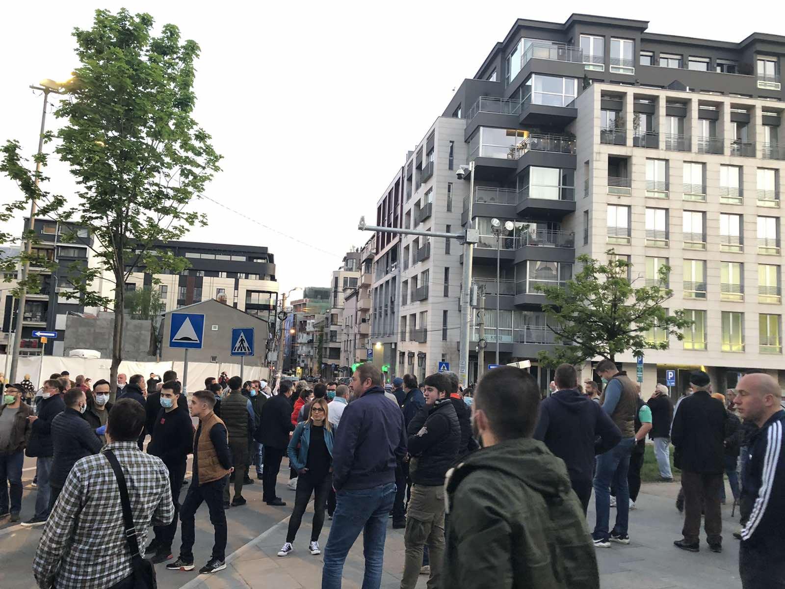 Više stotina ljudi okupilo se u znak podrške Đilasu (FOTO) 2