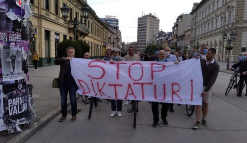 """Protestna vožnja biciklom """"Stop diktaturi"""" u Novom Sadu 8"""