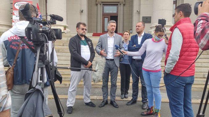 Obradović i Kostić prekinuli štrajk glađu 2