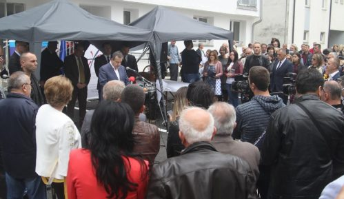 Dačić uručio ključeve 30 stanova izbegličkim porodicama iz Hrvatske i BiH 1
