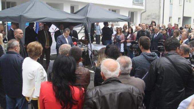 Dačić uručio ključeve 30 stanova izbegličkim porodicama iz Hrvatske i BiH 3