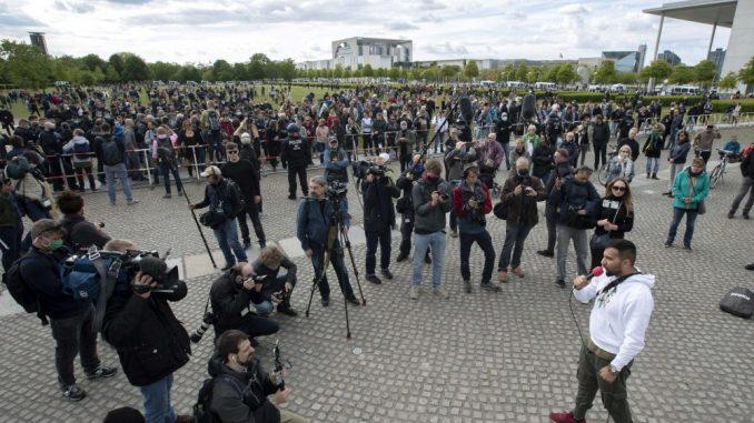 Hiljade demonstranata protiv restrikcija zbog korone u Nemačkoj 3