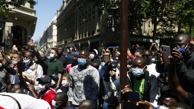 U Parizu protest za rešavanje pitanja osoba bez ličnih dokumenata 2