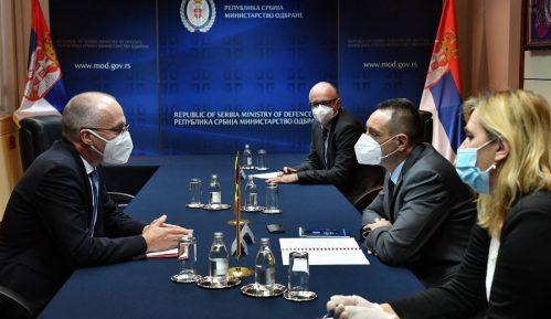 Vulin sa ambasadorom Nemačke o podršci oružanih snaga te države Vojsci Srbije u mirovnim misijama 15