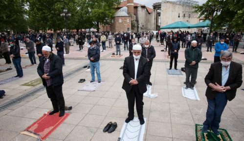 U Turskoj džamije ponovo otvorene za kolektivne molitve 14