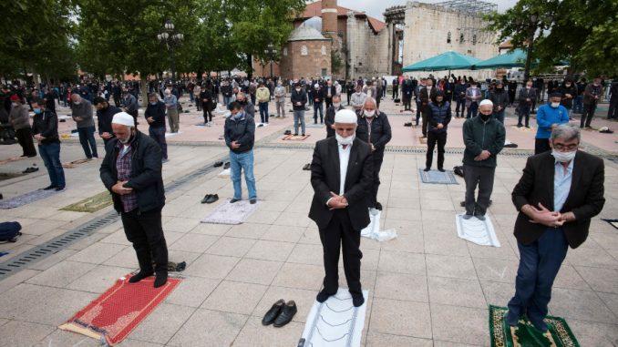 U Turskoj džamije ponovo otvorene za kolektivne molitve 3