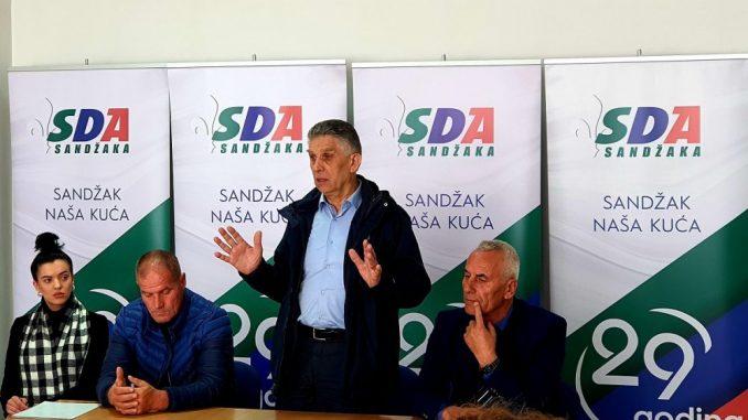Ugljanin sa kandidatima za odbornike u Sjenici 3