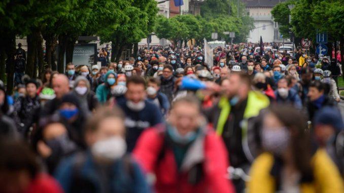 Hiljade biciklista protestovali protiv vlade u Sloveniji 2