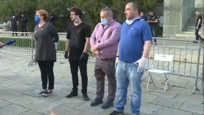 Građanski otpor pocepao i spalio lažne diplome funkcionera i političara 3