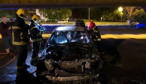 Izgoreo automobil ispod Mosta slobode 14