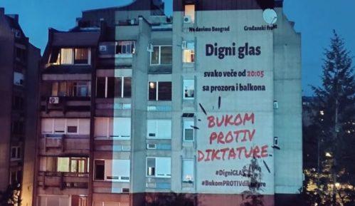 """Građani i večeras nastavili akciju """"Bukom protiv diktature"""" (VIDEO) 10"""