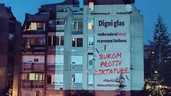 """Građani i večeras nastavili akciju """"Bukom protiv diktature"""" (VIDEO) 5"""