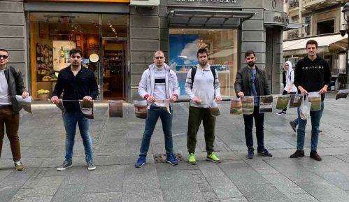 Beograd: Omladina Narodne stranke postavila izložbu kuća na prodaju na KiM 7