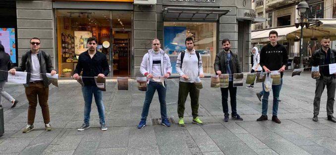 Beograd: Omladina Narodne stranke postavila izložbu kuća na prodaju na KiM 1