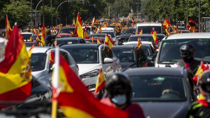 Španski desničari u protestnoj vožnji zbog odgovora vlade na pandemiju 2
