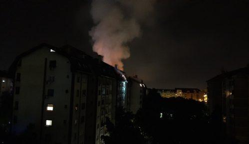 Ugašen požar u zgradi na Novoj Detelinari 14