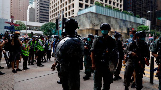 Policija Hongkonga upotrebila suzavac protiv demonstranata 1