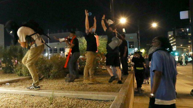 Protesti zbog policijskog ubistva Afroamerikanaca u desetinama američkih gradova 4