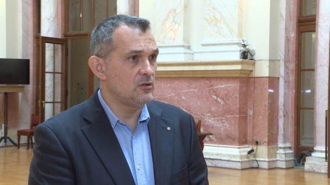 Đurić (SMS): Vlast se pretvara da Srbiju vodi u EU, deo opozicije sa bojkotom odustaje od borbe 2