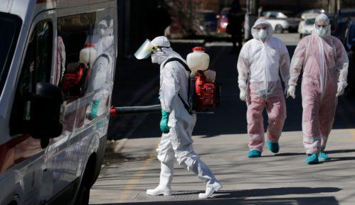U SAD od korona virusa u jednom danu umrlo 425 osoba 23