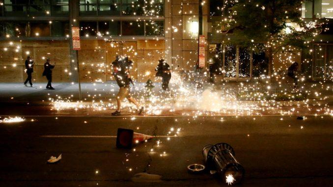 Smrt Džordža Flojda: Sukobi demonstranata i policije širom Amerike, brat ubijenog mladića osudio nasilje 2