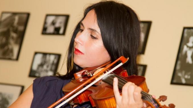 Klasična muzika na plejbek: Neobična priča o ženi koja je četiri godine svirala violinu u lažnom orkestru 1
