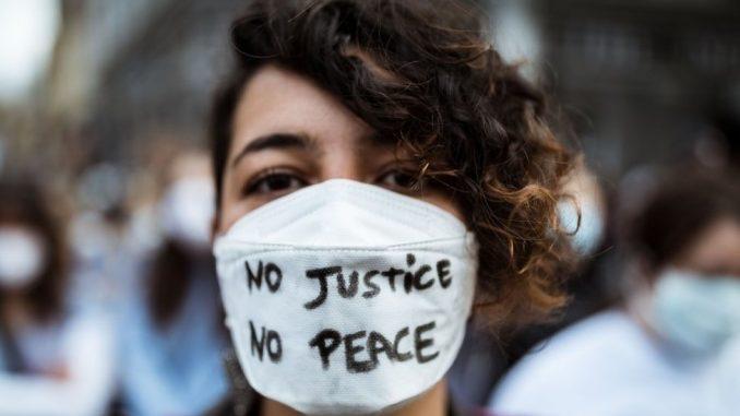 Smrt Džordža Flojda: Veliki protesti i u Australiji, NFL-u više ne smeta klečanje 3