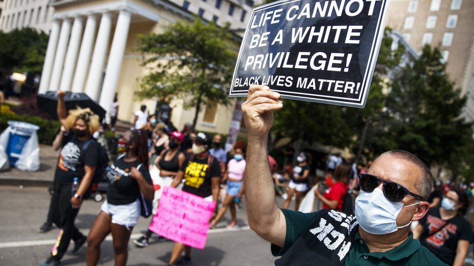 People take part in a Black Lives Matter protest in Washington (6 June 2020)