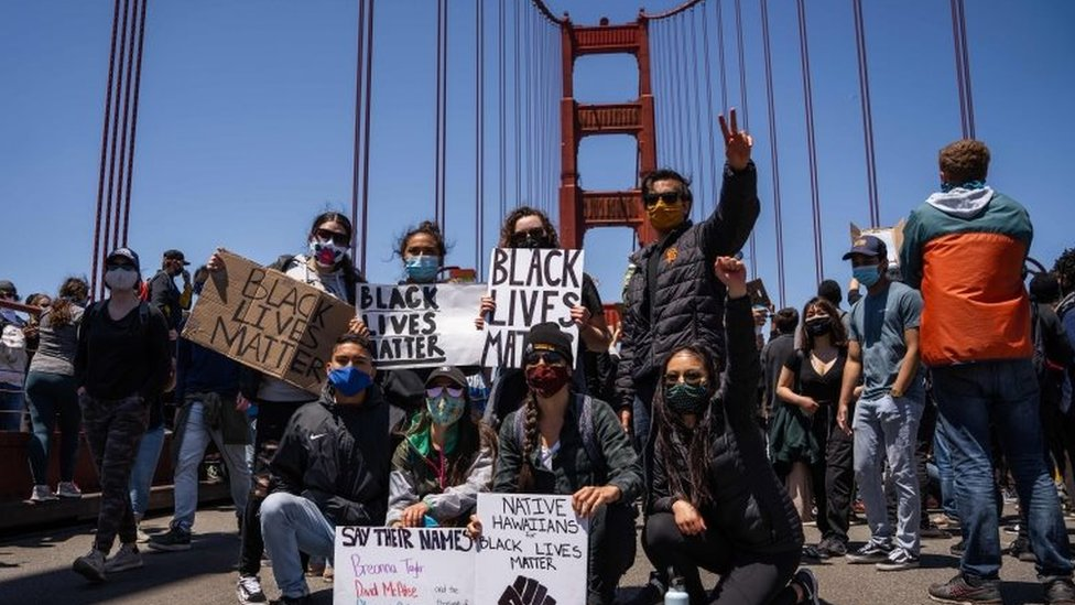 Protesters on the Golden Gate Bridge in San Francisco. Photo: 6 June 2020