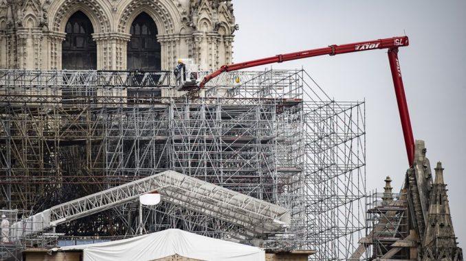 Notr Dam i požar: Počinje uklanjanje istopljenih skela na katedrali 4