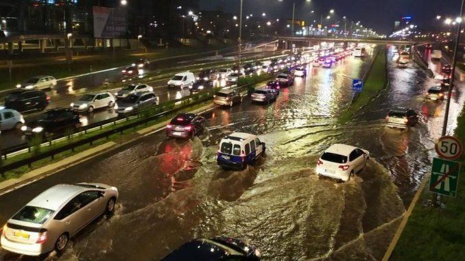 Beograd pod vodom: Plivali automobili, padalo drveće, nevreme zahvatilo i i Valjevo, Kulu, Knjaževac 4