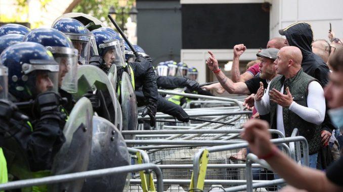Protesti u Evropi: U Londonu više od 100 uhapšenih, većinom desničara, u Parizu policija protiv antirasističkih demonstranata 2
