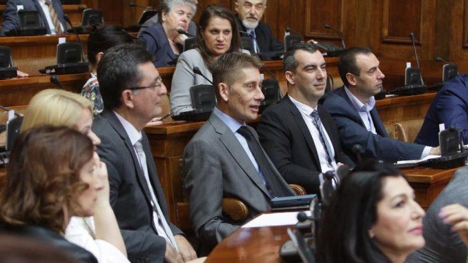 Izbori u Srbiji 2020: O replikama, amandmanima i restoranu - šta poslanici zapravo rade u Skupštini Srbije 4