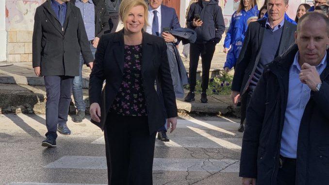 Kolinda Grabar-Kitarović, Miroslav Škoro i pravo na abortus: Kako je srednji prst uzburkao Hrvatsku 3