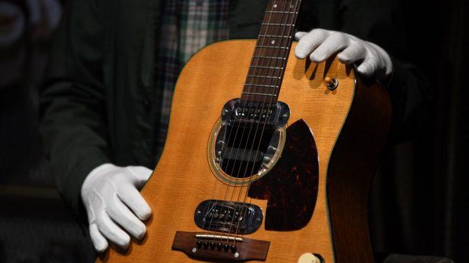 Gitara Kurta Kobejna prodata za šest miliona dolara na aukciji 4