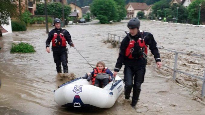 Poplave u Srbiji: Evakuisano više stotina ljudi, vanredna situacija u 14 opština 4