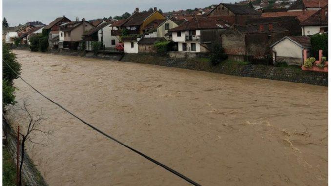 Poplave u Srbiji: Domaćinstva pod vodom, srušeni mostovi i saobraćaj u prekidu 2