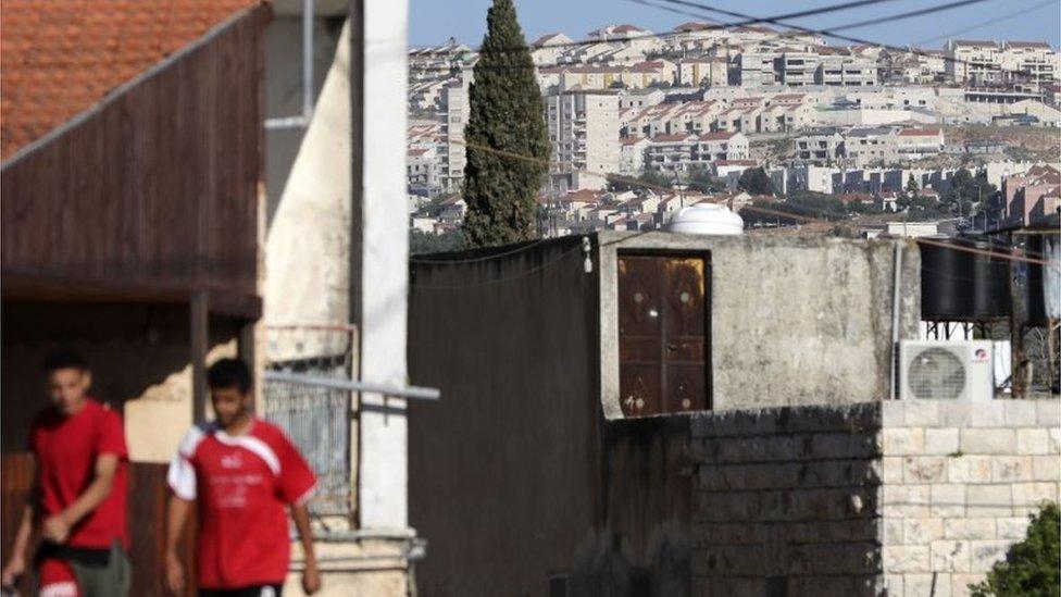Palestinska sela i jevrejsko naselje stoje rame uz rame u nekim oblastima
