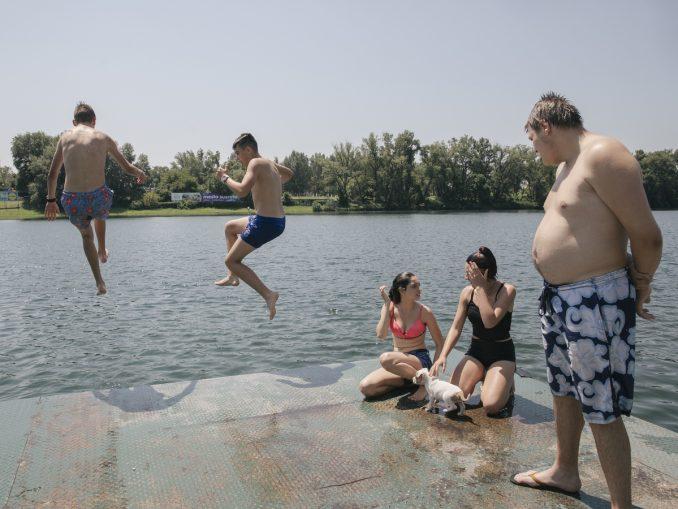 Razmak u vodi i usamljeni peškiri: Otvorena sezona kupanja na beogradskoj Adi Ciganliji 2