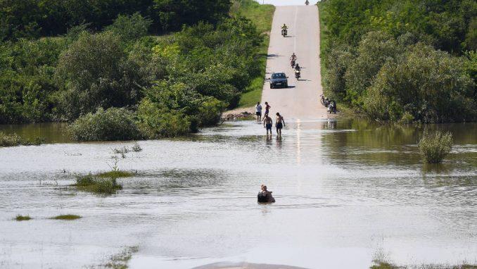 Dezinfekcija javnih površina i privatnih objekata u srpskim sredinama na Kosovu nakon poplava 5