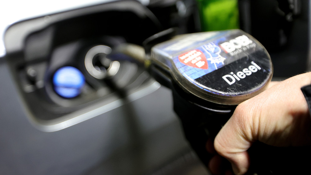 Vlada Hrvatske uredbom na 30 dana ograničila cenu goriva 1