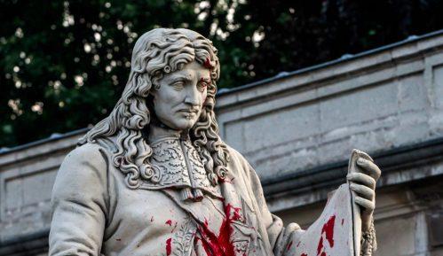 Oštećena statua francuskog državnika 5