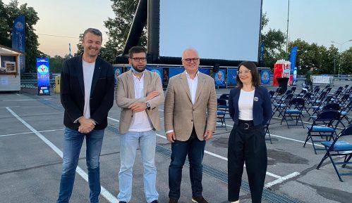 """Vesić otvorio prvi """"Drive in"""" bioskop u Beogradu 2"""